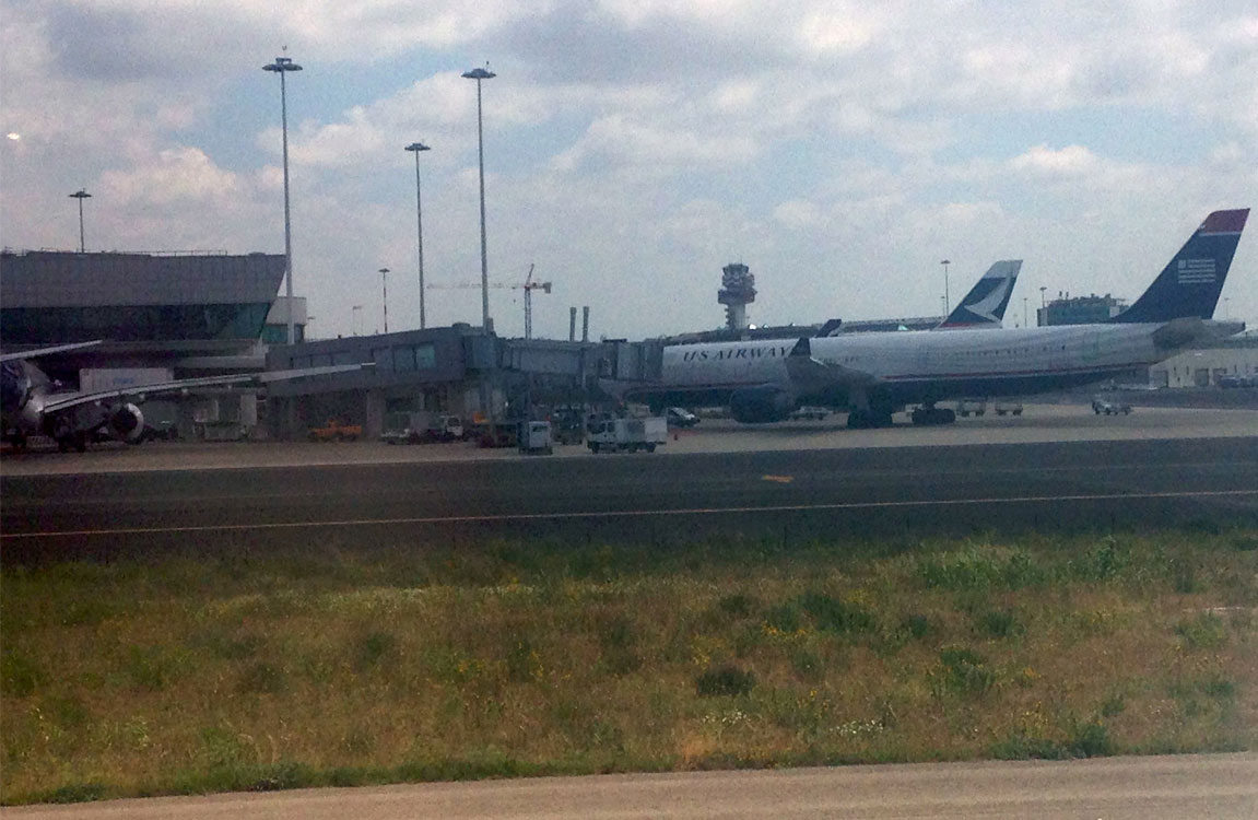 Самолеты авиакомпаний US Airways и Cathay Pacific в аэропорту Рим Фьюмичино